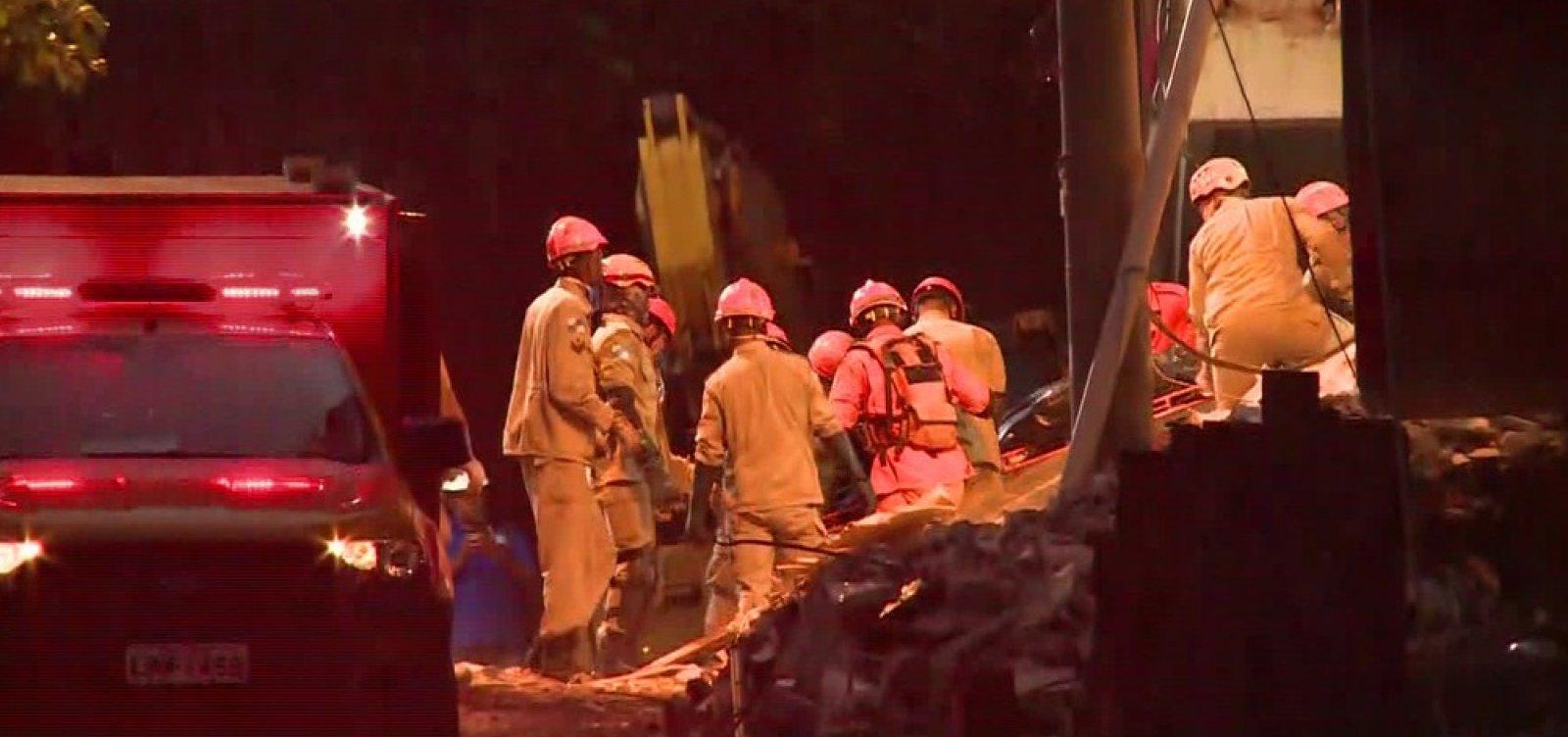 Mais dois corpos são encontrados no Rio; número de mortos chega a 20
