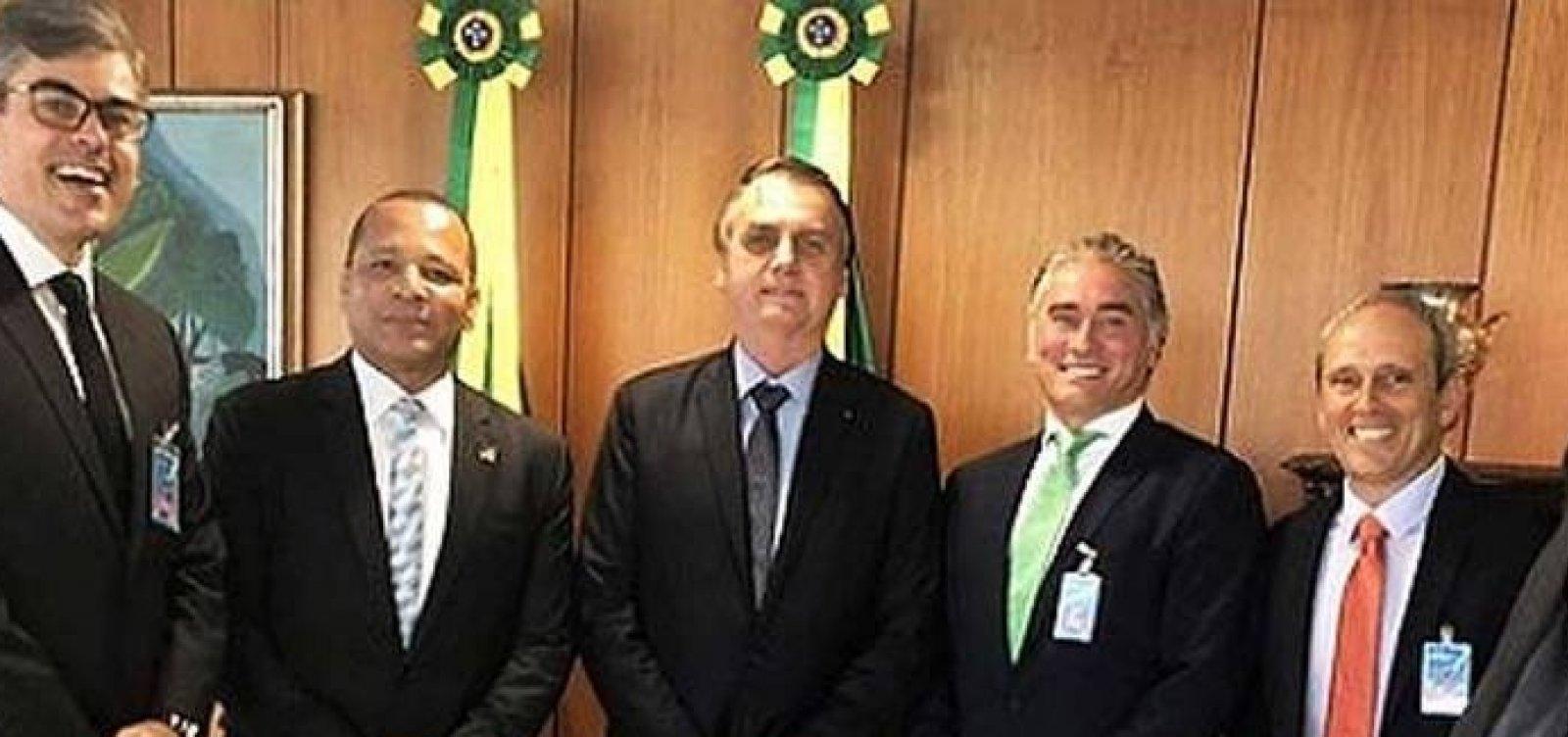 Pai de Neymar se reúne com Bolsonaro e Paulo Guedes para tratar de processo na Receita