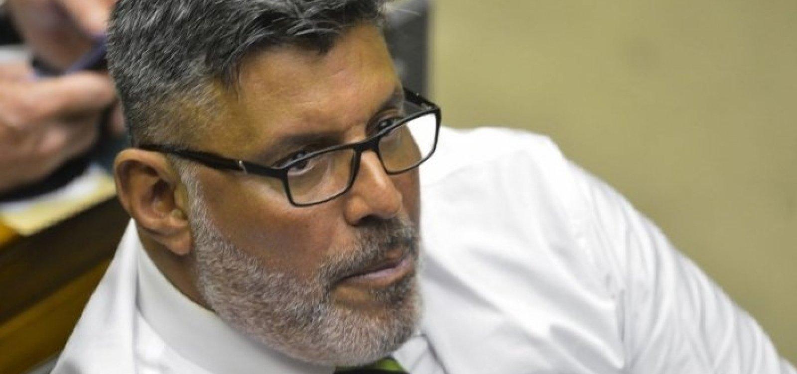 Justiça condena Alexandre Frota a pagarR$ 50 mil a Gilberto Gil