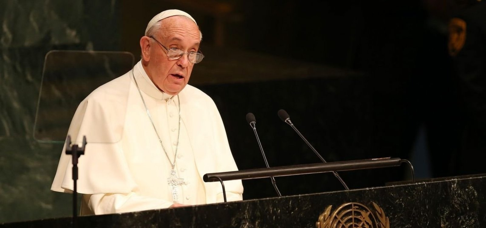 Papa afirma que pessoas que rejeitam homossexuais 'não tem coração humano'