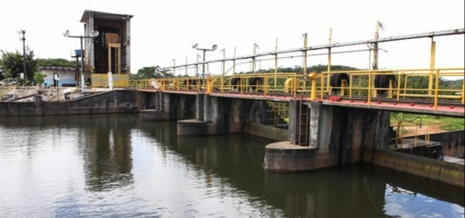 271 cidades da Bahia têm água contaminada por agrotóxicos
