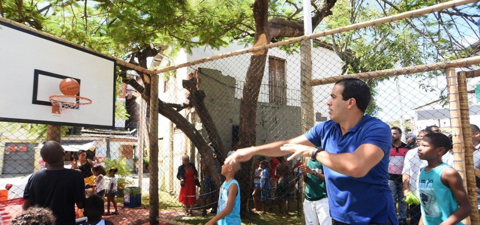 Prefeitura reinaugura praça com espaço de lazer na Santa Cruz