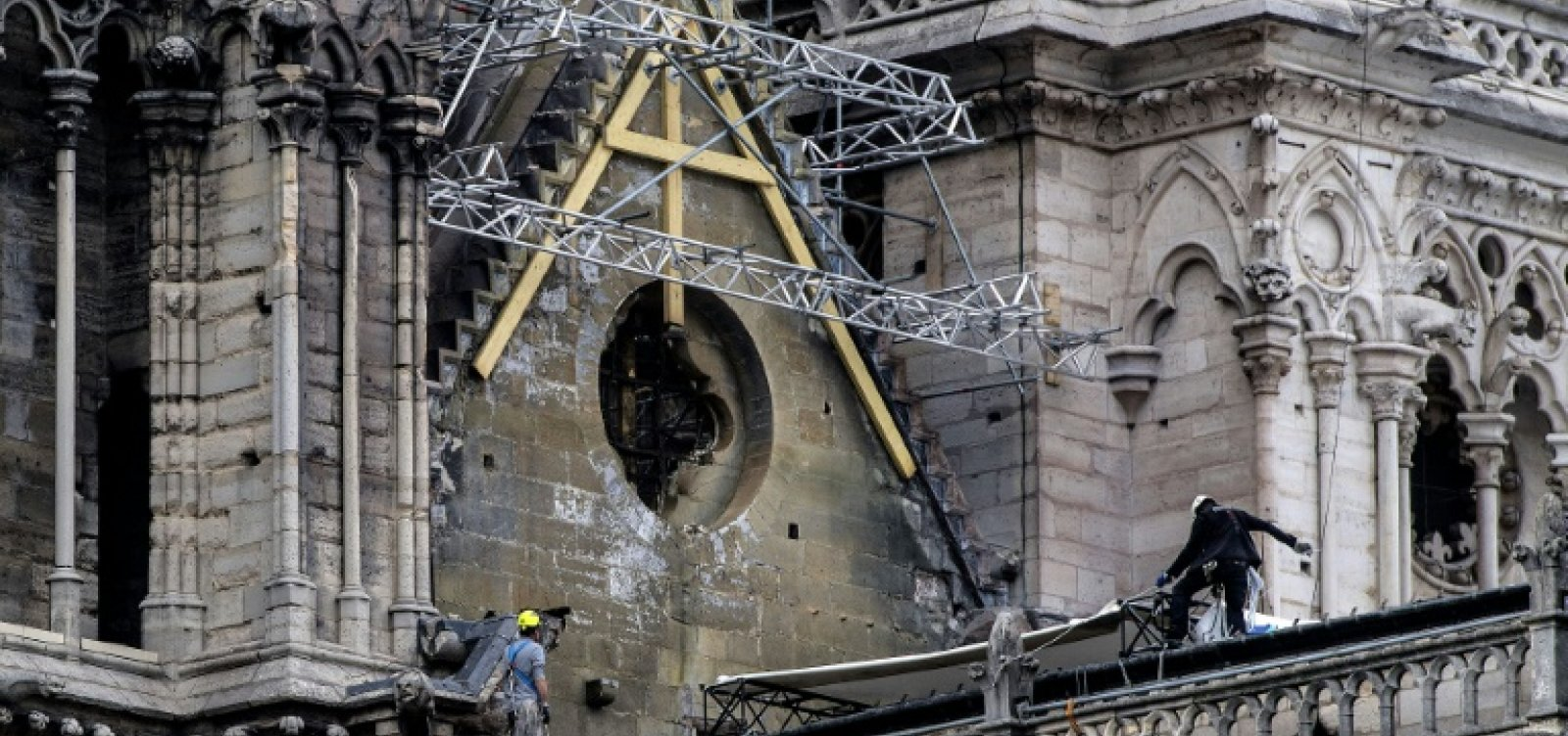 Polícia encontra bitucas onde começou o incêndio de Notre-Dame