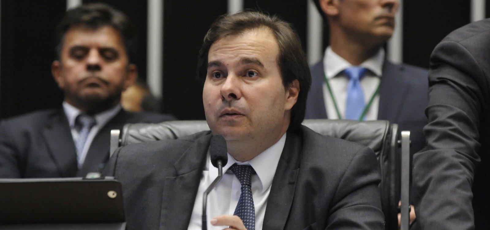 Maia questiona crítica do governo à velha política: 'Escolher relator não é toma lá dá cá?'