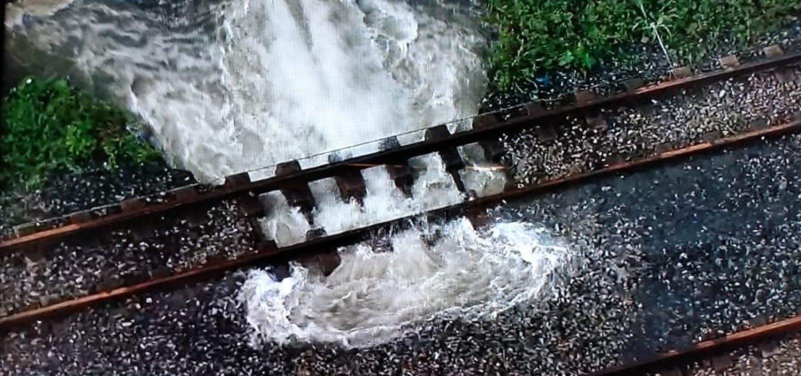 Parte de estações de trens do Subúrbio para de funcionar após vazamento em tubulação
