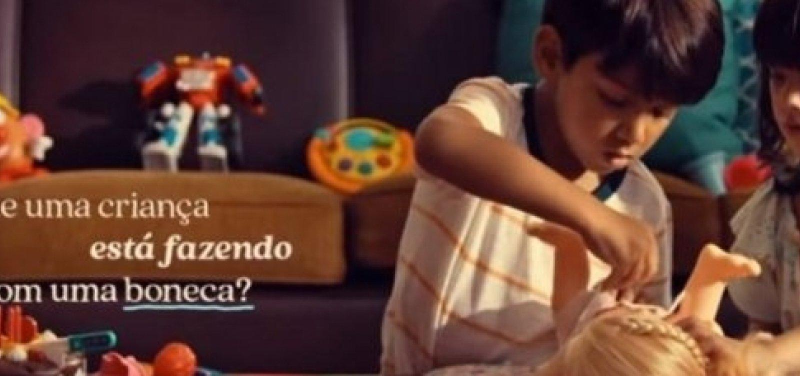 Comercial da Hasbro mostra que meninos podem brincar de boneca