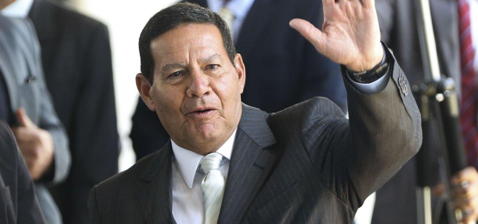 'Se Bolsonaro não me quer, é só me dizer', diz Mourão a familiares