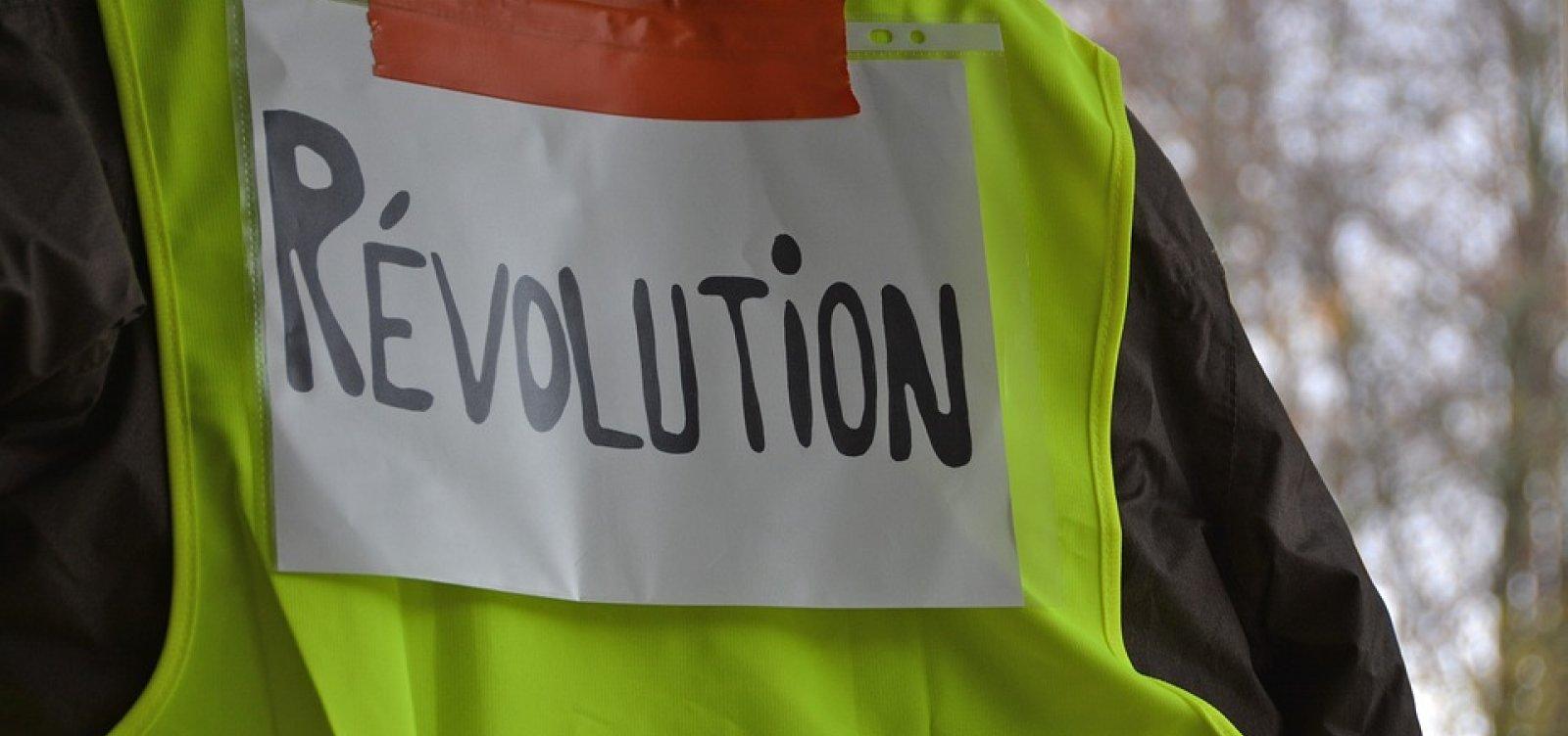 Coletes Amarelos protestam mesmo após medidas em resposta à crise social na França
