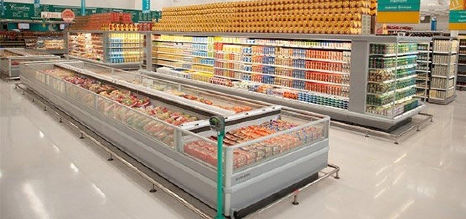 Justiça determina que mercado indenize mulher por choque em freezer