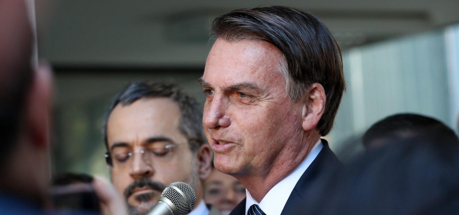 Se escola tiver partido, que seja dos dois lados, diz Bolsonaro