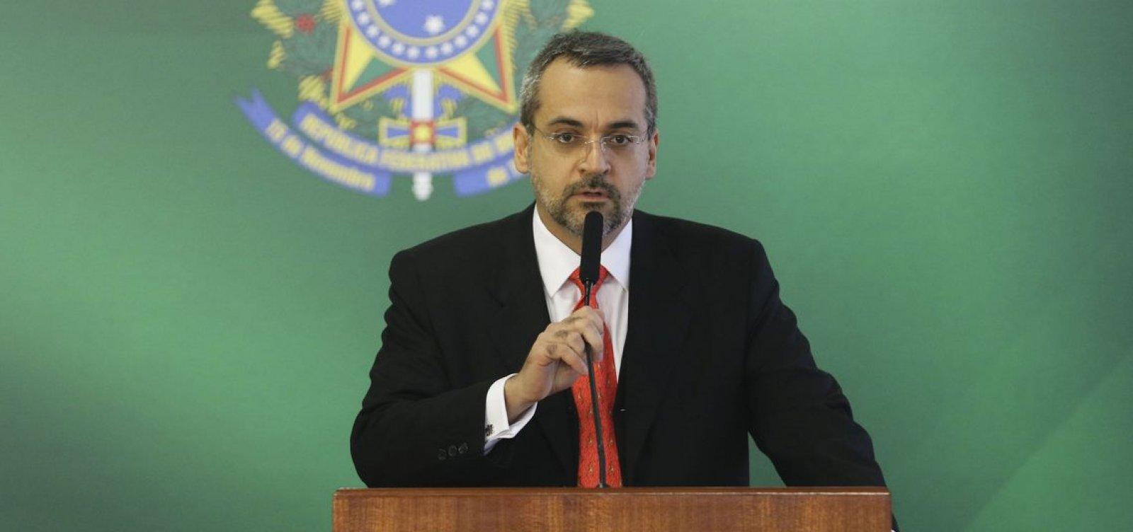 Ministro da Educação diz que filmar professores em aula é direito dos alunos
