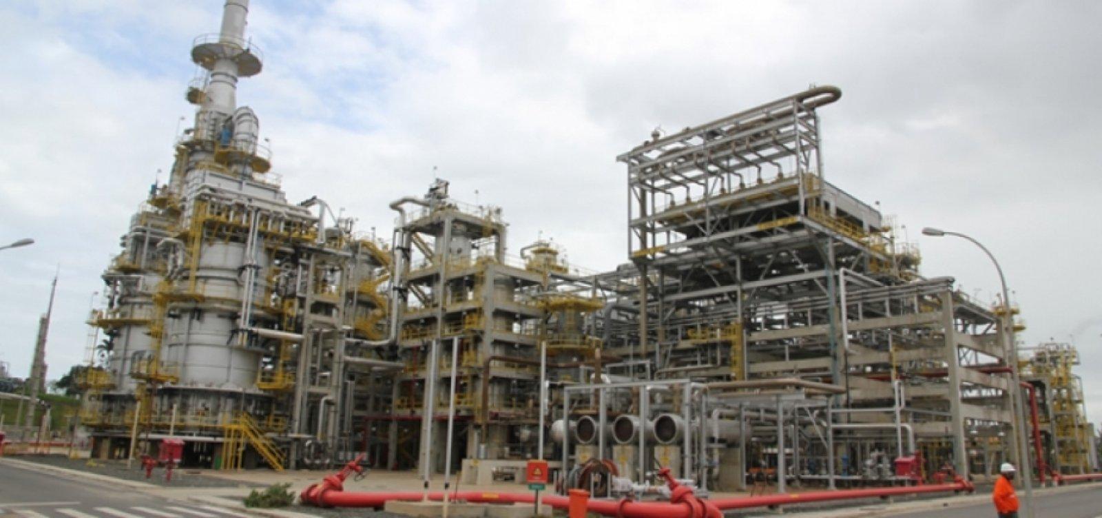 Petroleiros marcam protesto contra a venda da Refinaria Landulpho Alves
