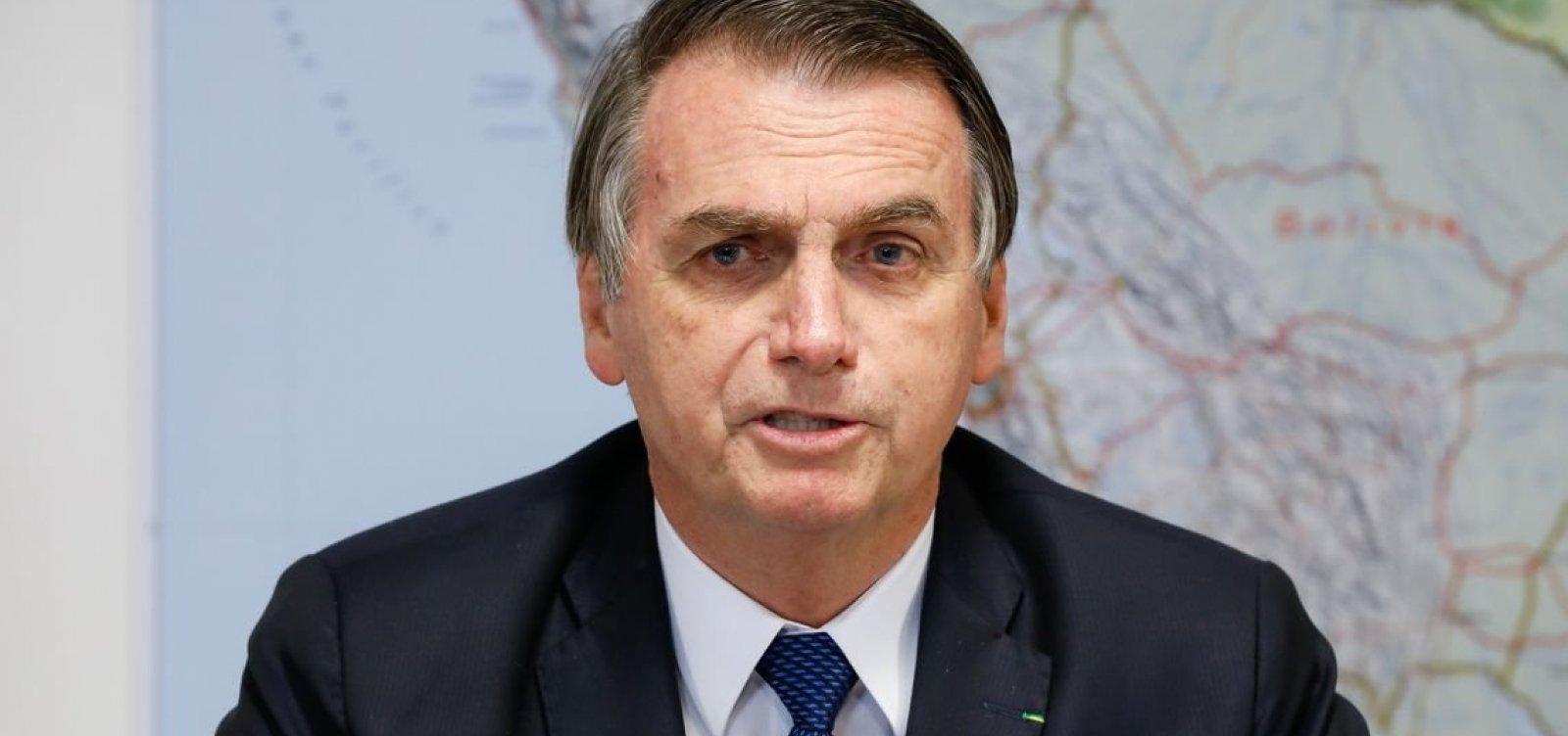 Bolsonaro assina MP para diminuir burocracia em empresas
