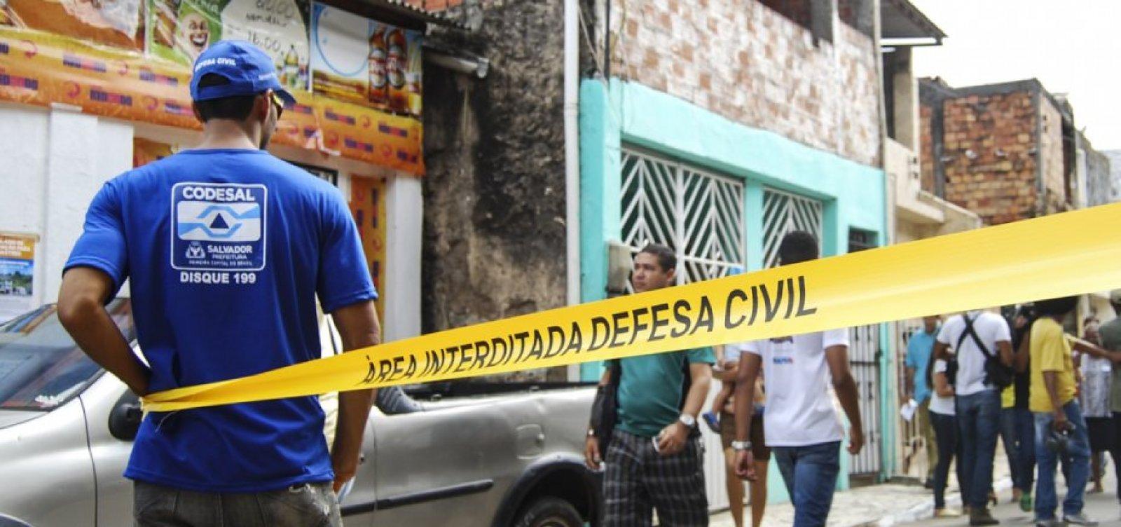 Casa desaba e deixa feridos na Baixa do Soronha