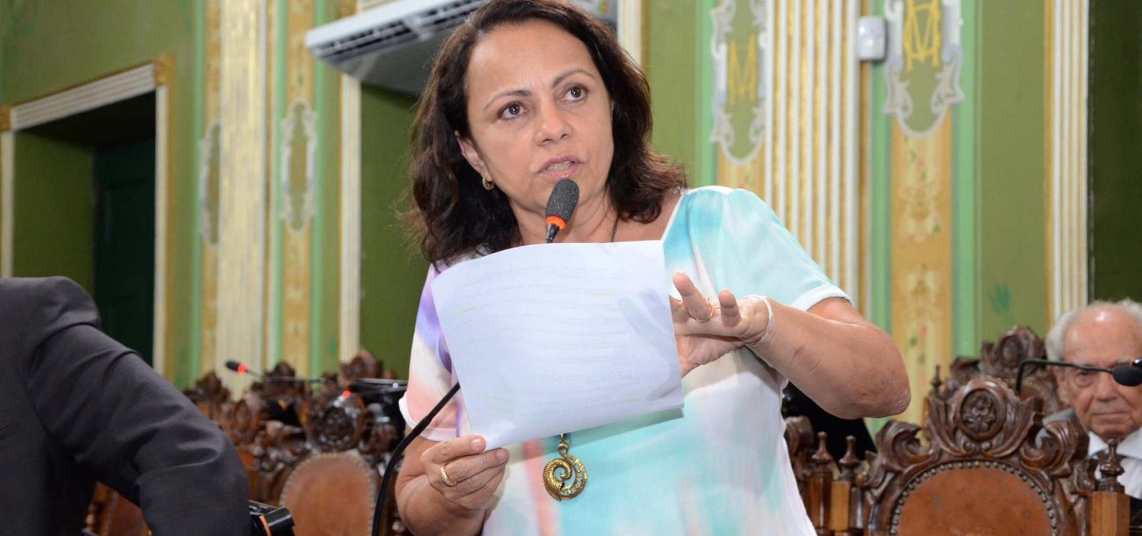 Aladilce Souza apresenta moção de repúdio contra corte de verbas da Ufba
