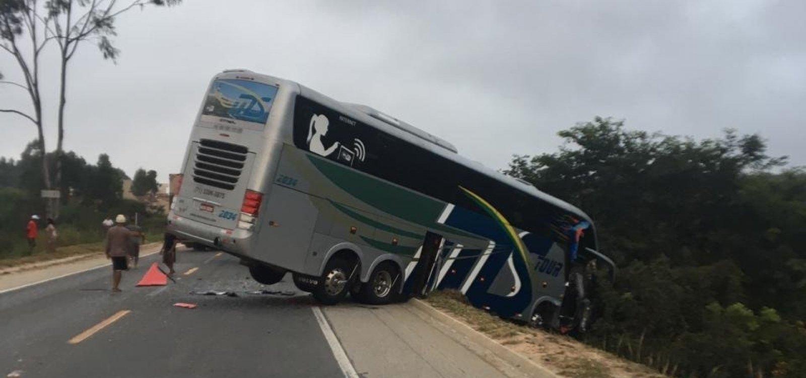 Acidente envolvendo ônibus do sub-15 do Bahia deixa dois mortos e vários feridos