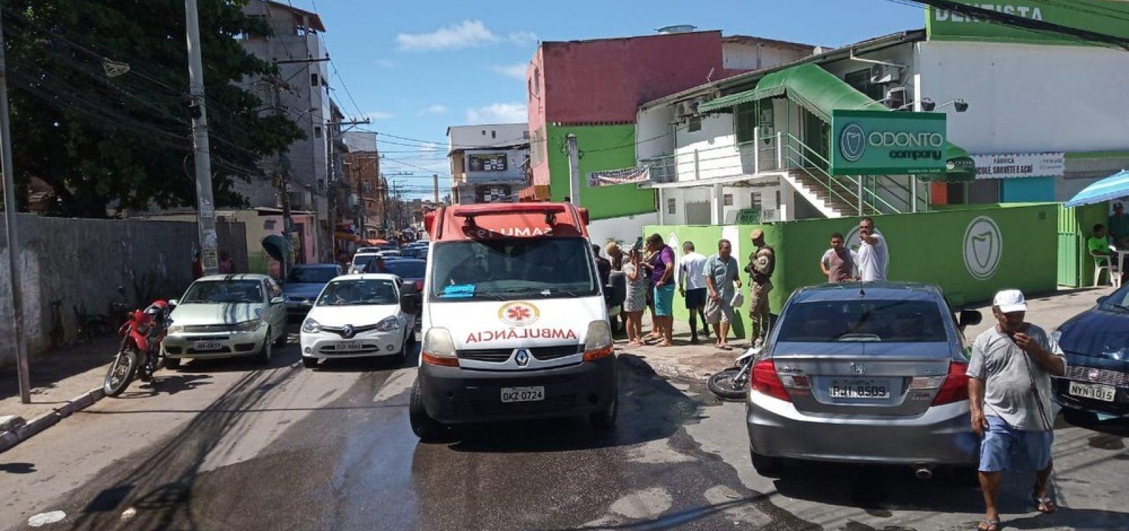 Motociclista fica ferido após acidente com carro no Imbuí