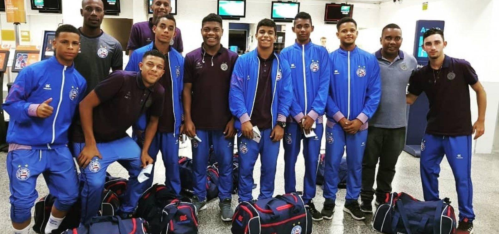 Após acidente, time sub-15 do Bahia chega a Salvador