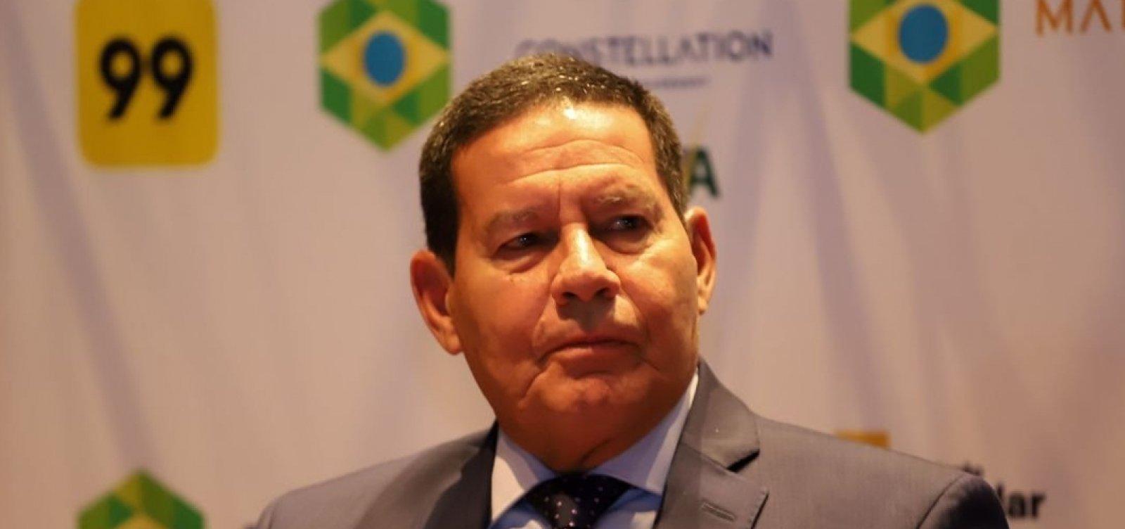 Mourão sugere que ignorar críticas de Olavo 'será melhor para todo mundo'