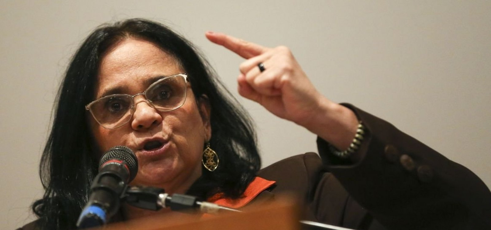 Damares apresenta proposta para agravar pena de abuso sexual