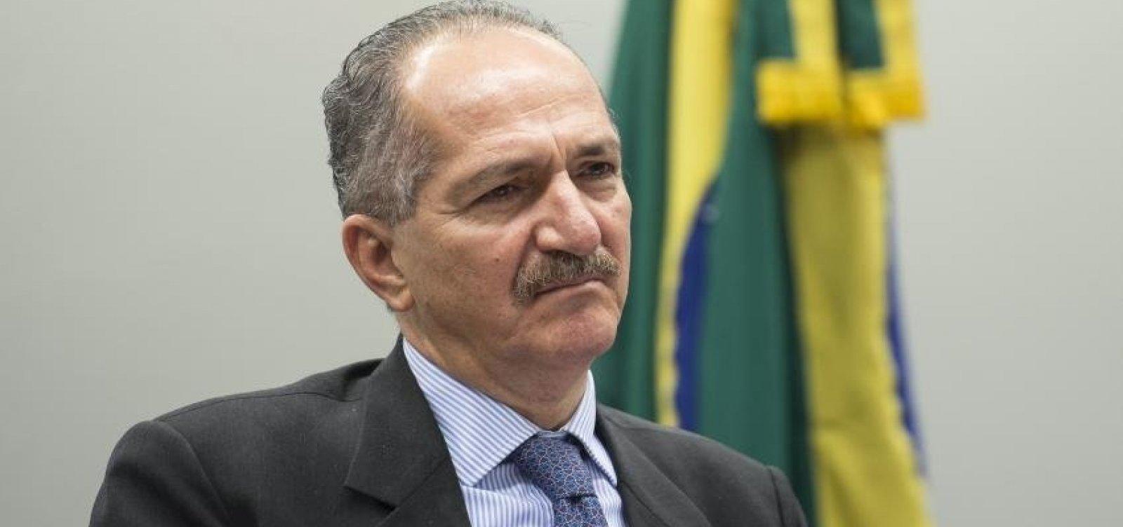 Assim como militar que ataca, Olavo de Carvalho também já elogiou Aldo Rebelo