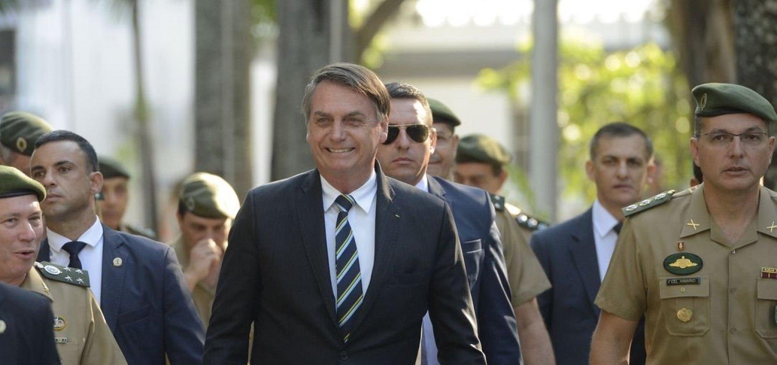 Bolsonaro assina decreto que muda regras sobre uso de armas e munições