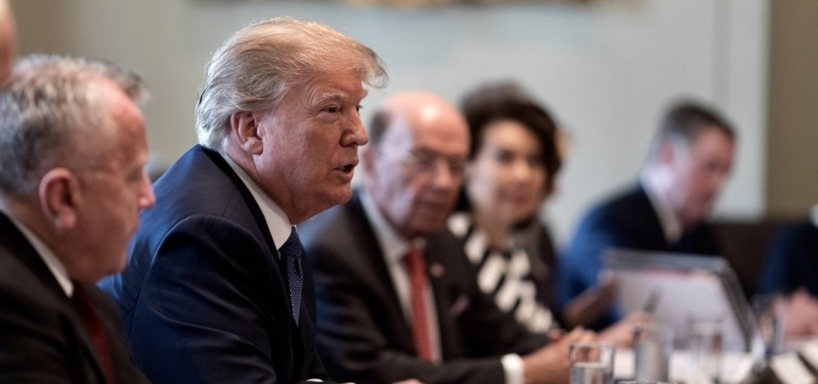 Trump diz que 'ficará feliz' em manter tarifas sobre produtos chineses