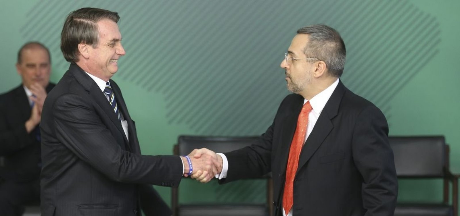 'Ninguém vai cortar por maldade', diz Bolsonaro sobre cortes do MEC