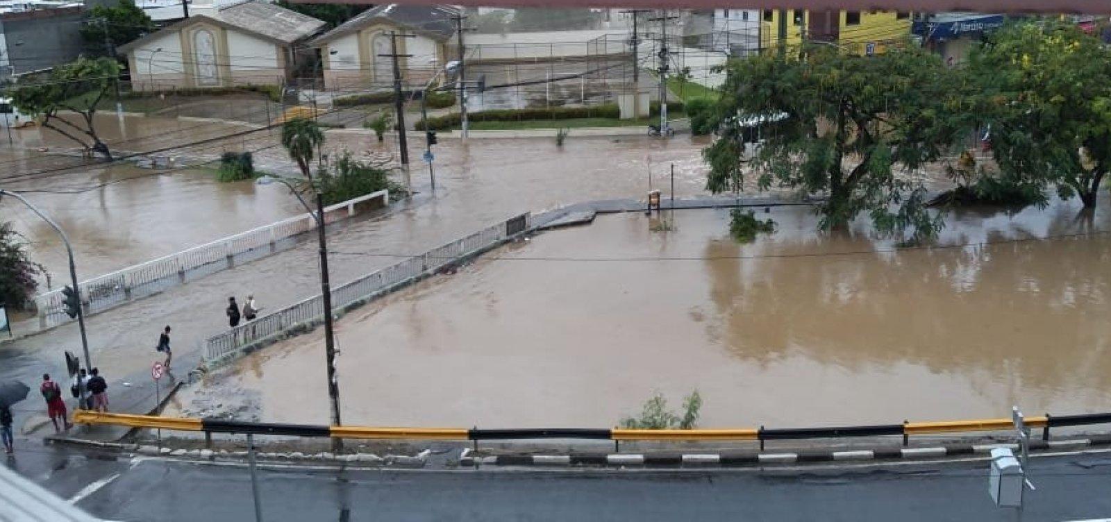 Lauro de Freitas amanhece alagada após chuvas; veja vídeos