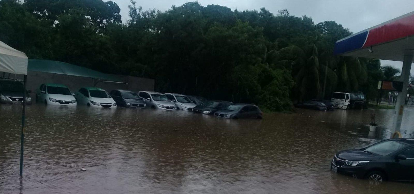 Após chuvas, prefeitura decreta situação de emergência em Lauro de Freitas