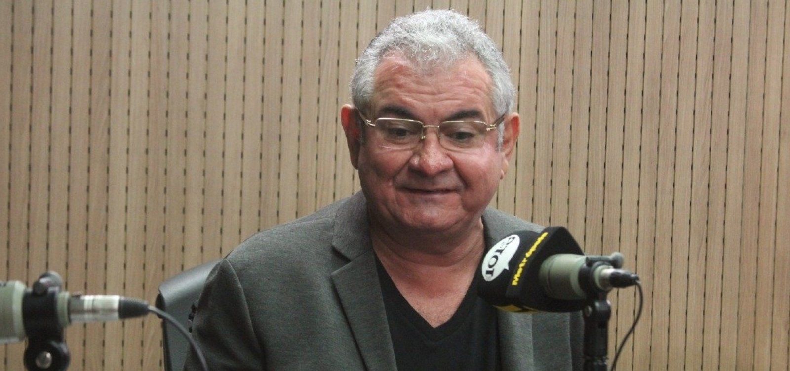 Governo Bolsonaro parece 'futrica de interior', alfineta Angelo Coronel