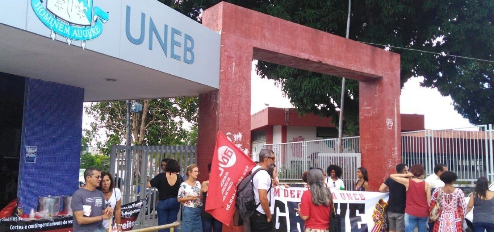 Professores seguem com salários cortados após decisão da Justiça, diz Aduneb