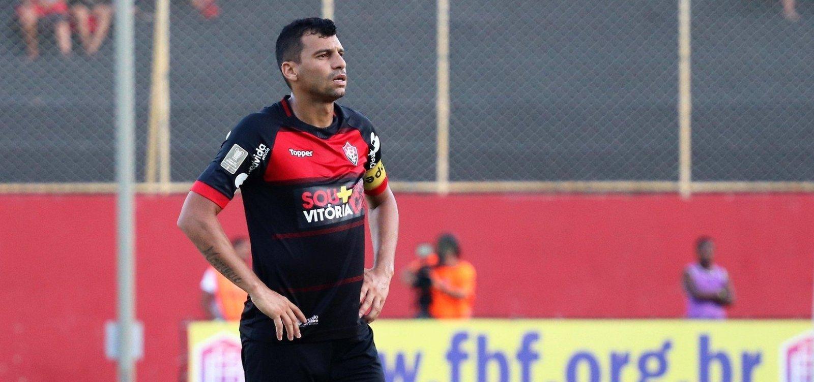 Paulo Carneiro anuncia que irá renovar com Neto Baiano