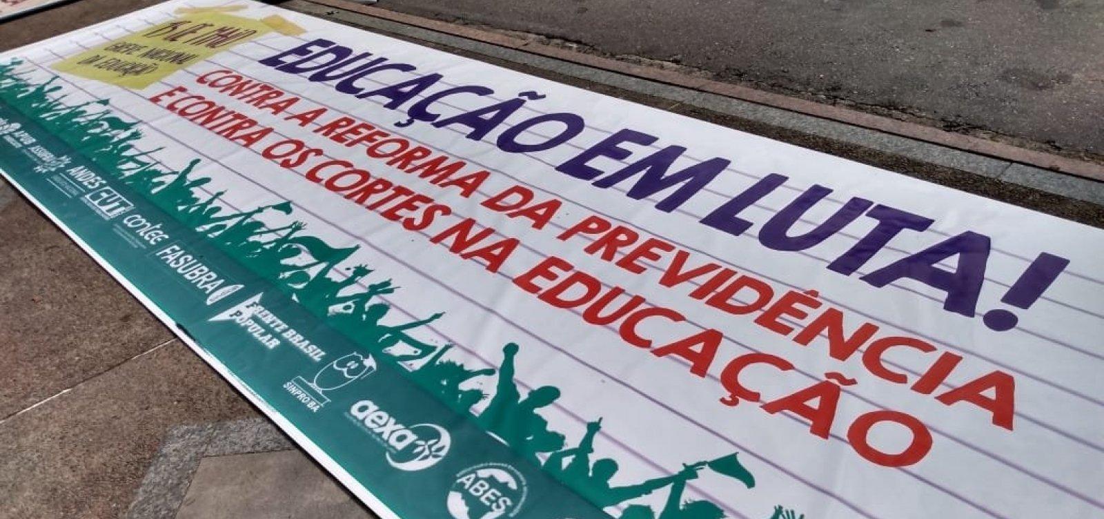 Protesto tem adesão de mais de 20 instituições particulares de ensino, diz diretora do Sinpro