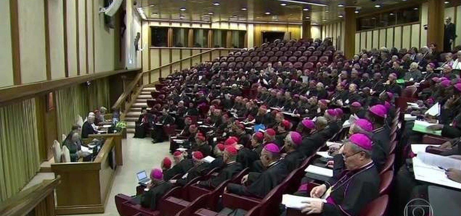 Vítimas de abusos sexuais processam Vaticano e exigem identidade dos padres acusados