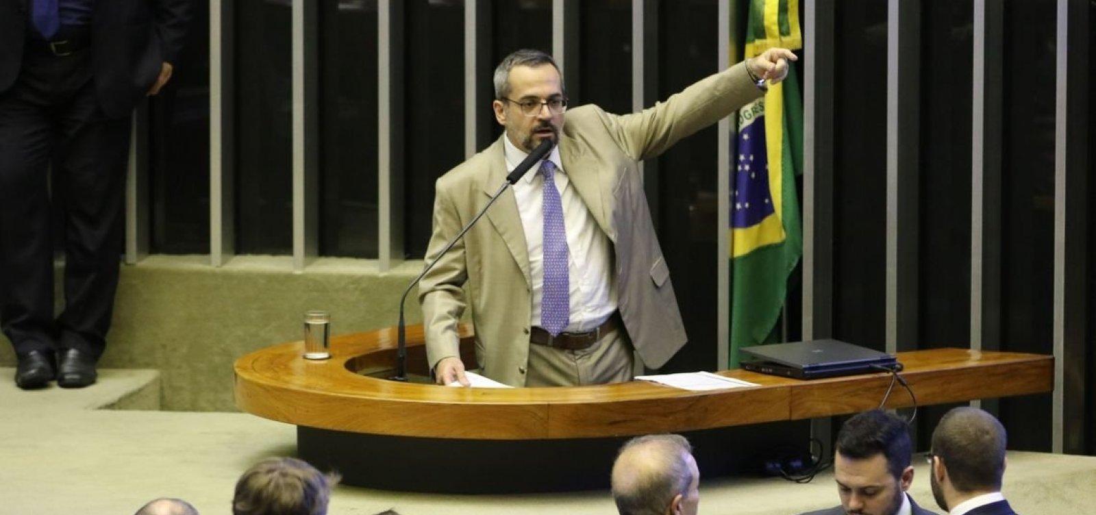 Ministro da Educação diz que bloqueio de recursos é culpa de Dilma e Temer