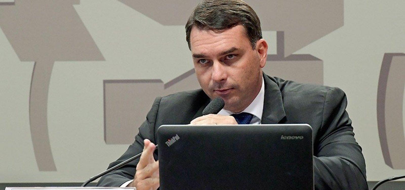 MP vê indícios de lavagem de dinheiro em compra de imóveis por Flávio Bolsonaro