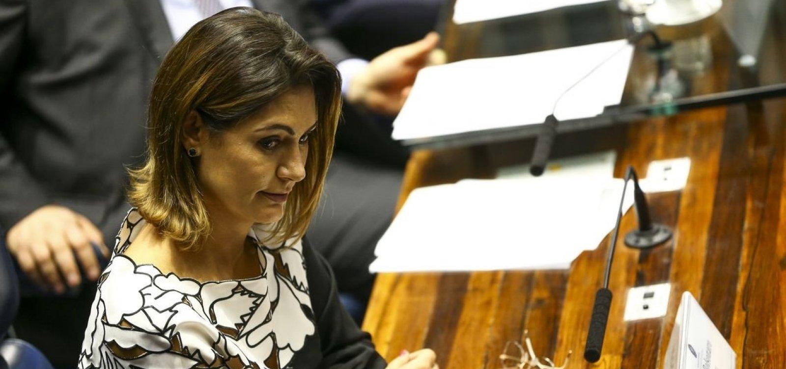 MP poderá investigar cheques de Queiroz para Michelle Bolsonaro