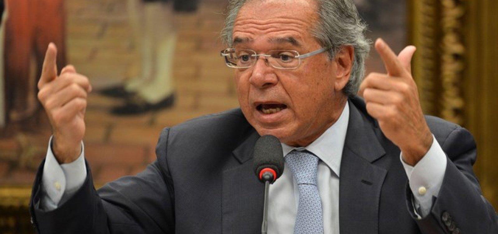 Ninguém tem de ficar preocupado com a alta do dólar, diz Paulo Guedes