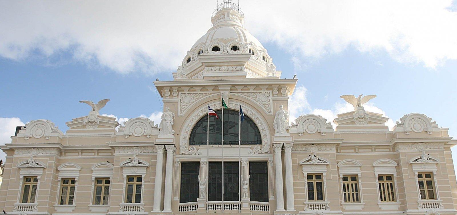 Em protesto, arquitetos dão 'abraço simbólico' no Palácio Rio Branco