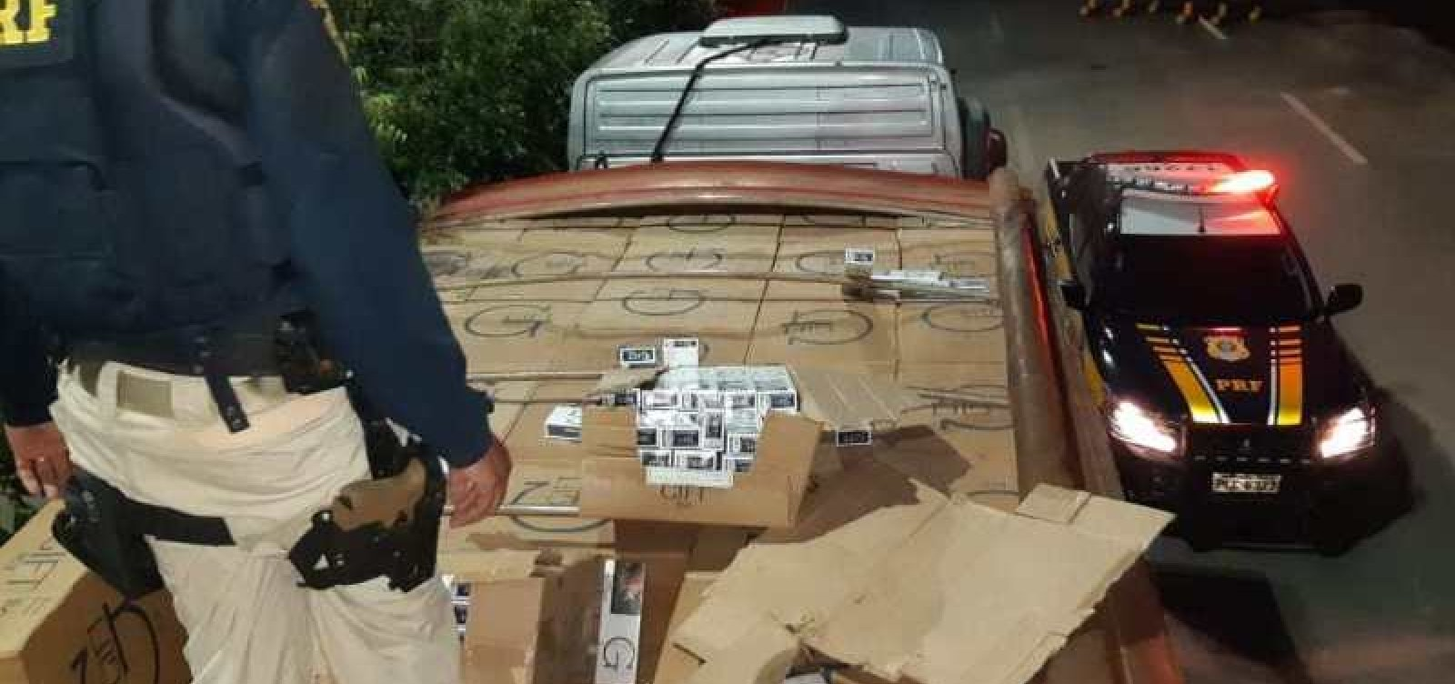 PRF apreende carreta com 420 mil maços de cigarro contrabandeados do Paraguai