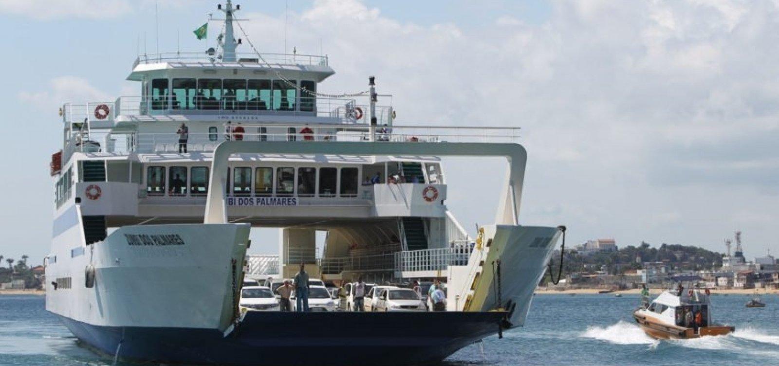 Ferry-boat registra fluxo tranquilo na tarde deste domingo