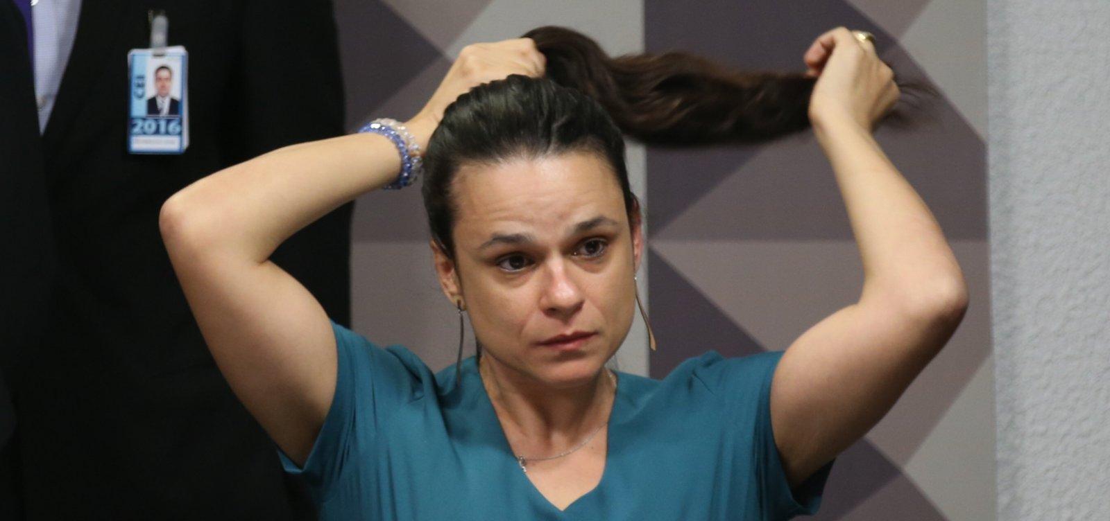Janaína Paschoal se posiciona contra manifestações a favor de Bolsonaro