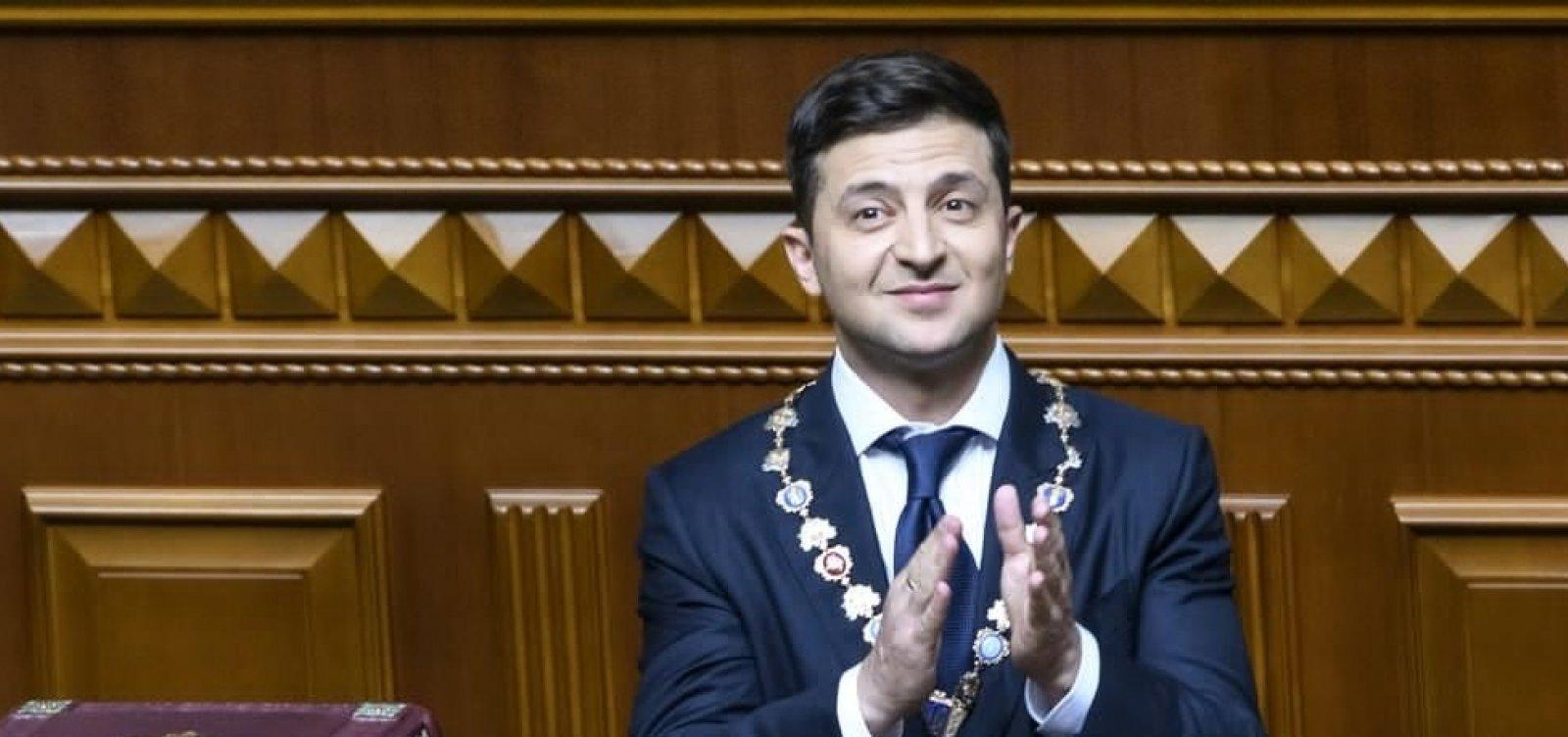 Presidente ucraniano dissolve Parlamento durante posse