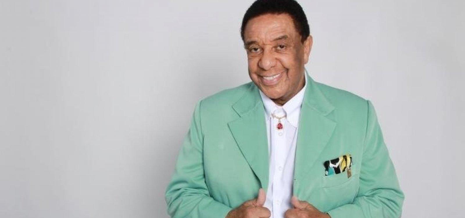 Show de Agnaldo Timóteo é suspenso após cantor passar mal