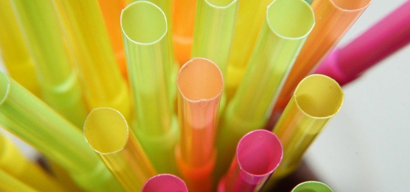 UE aprova proibição de produtos de plástico até 2021