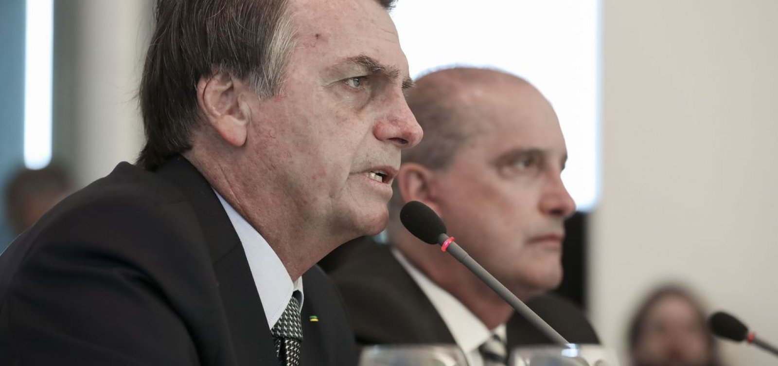 Membros de 10 partidos criam frente contra Bolsonaro