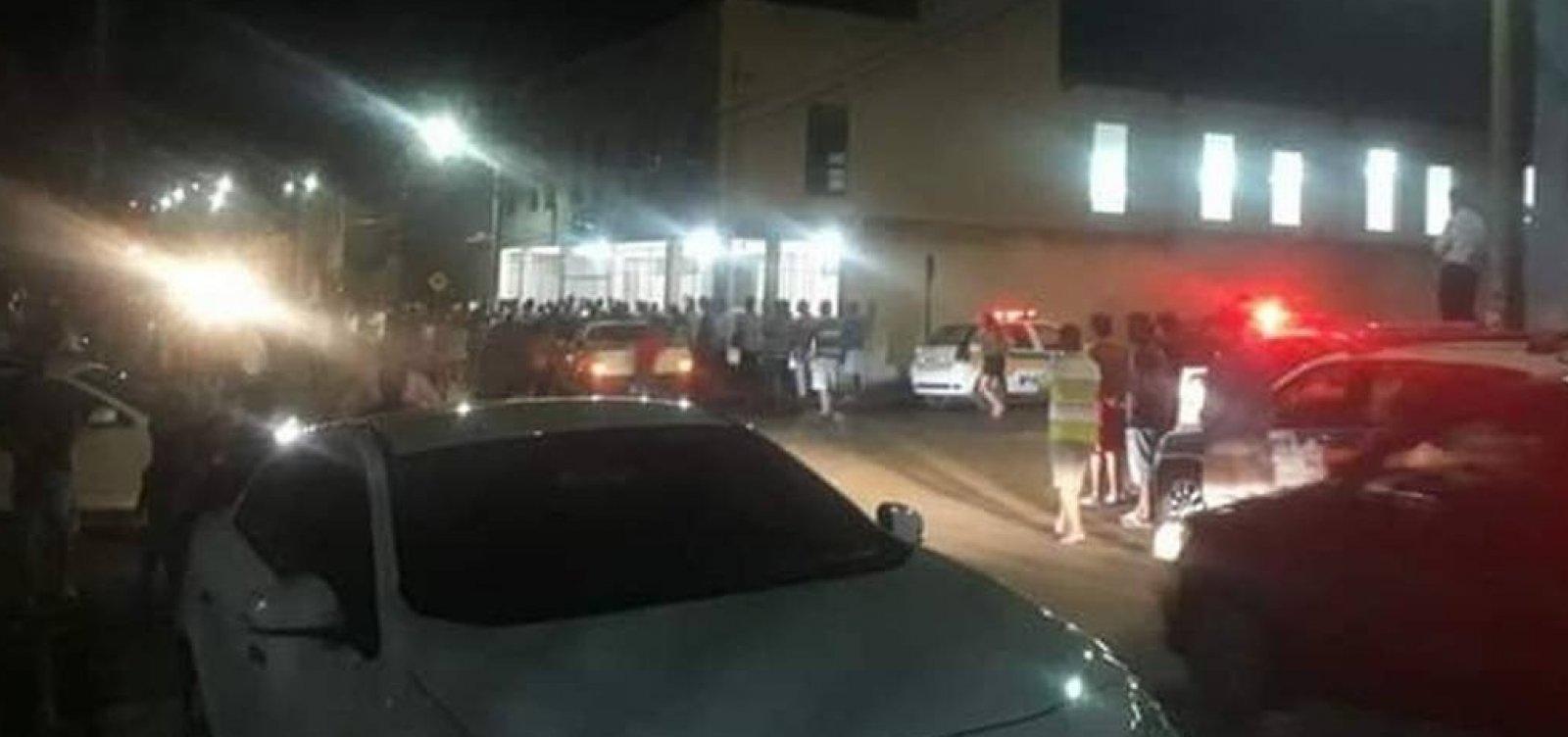 Após matar ex-namorada, homem mata mais três em igreja