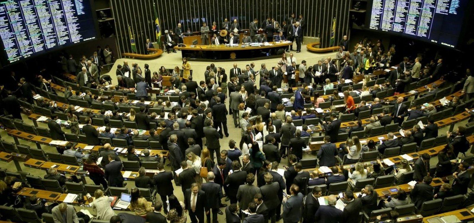 Câmara aprova 100% de capital estrangeiro nas aéreas e proibição de cobrança por bagagem
