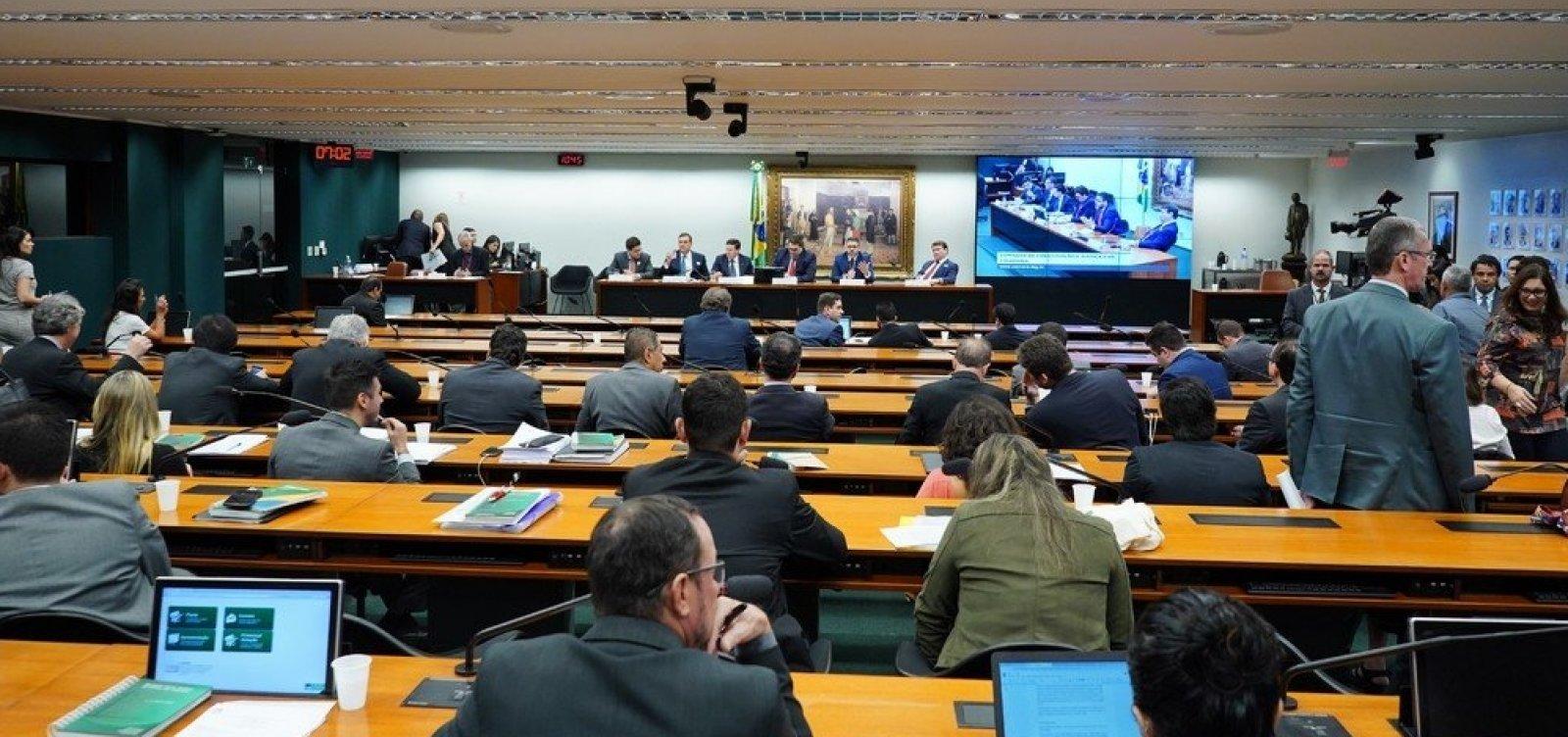 PEC da Reforma Tributária é aprovada na CCJ